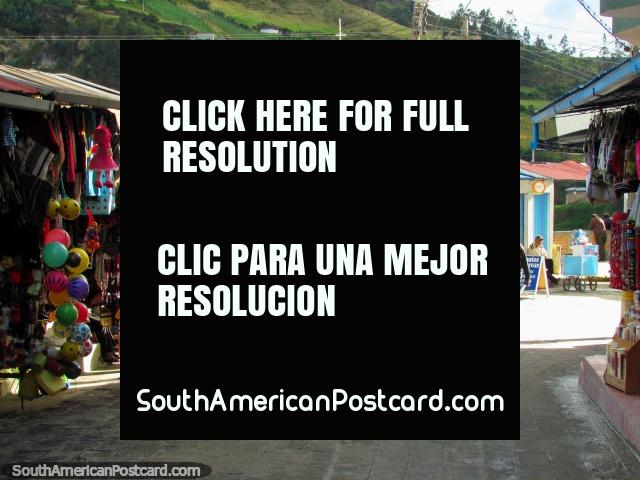 The streets and souvenir shops at Las Lajas, Ipiales. (640x480px). Colombia, South America.