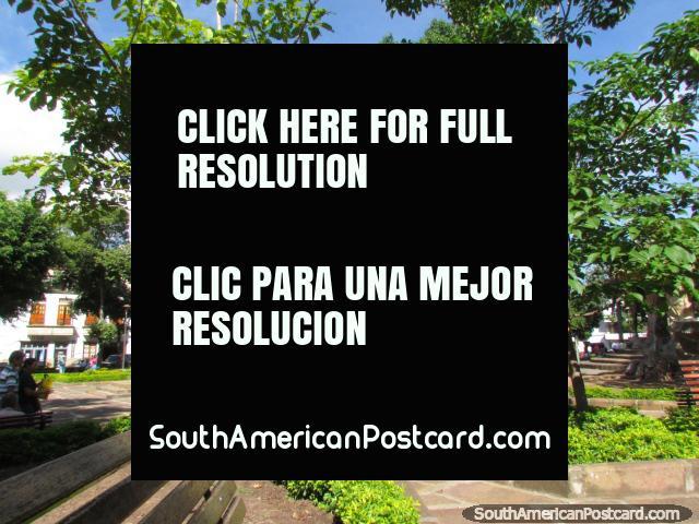 O parque Parque La Libertad no centro de San Gil. (640x480px). Colômbia, América do Sul.