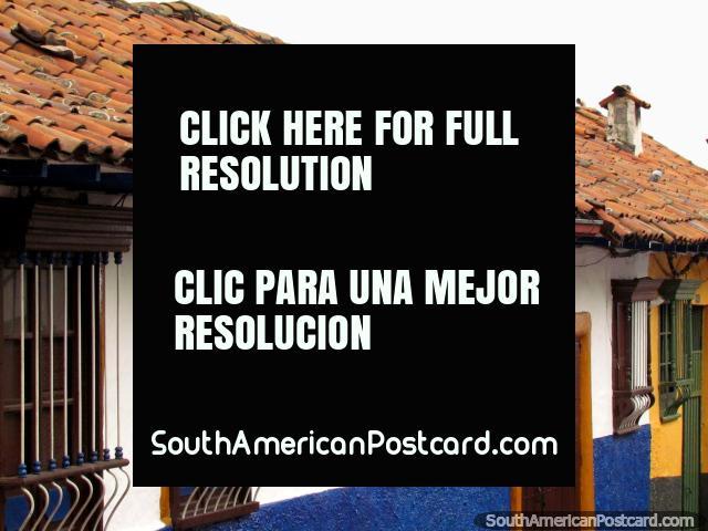 Fachadas y tejados de casas en La Candelaria en Bogotá. (640x480px). Colombia, Sudamerica.