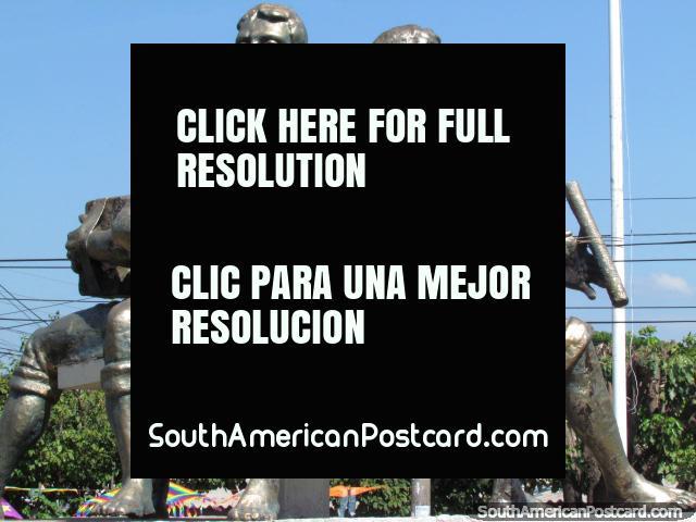 3 músicos que tocam música, estátuas de bronze em Valledupar. (640x480px). Colômbia, América do Sul.
