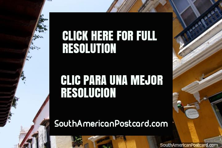 Um horizonte de velhas fachadas andando as ruas de Cartagena. (720x480px). Colômbia, América do Sul.