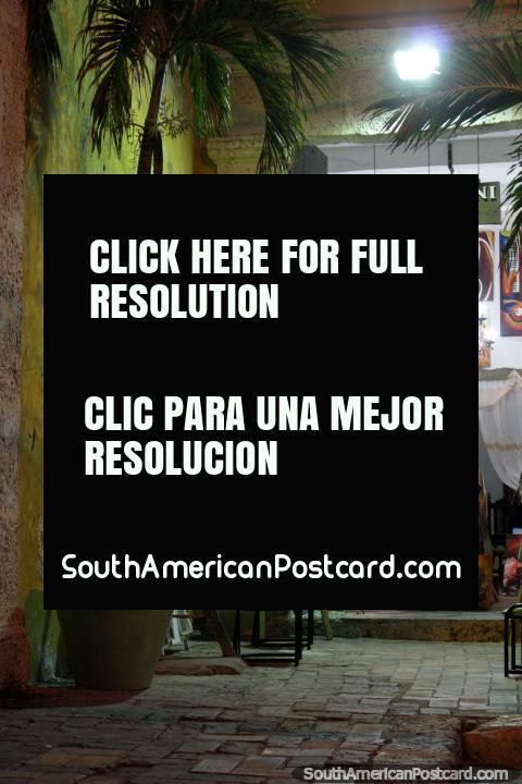 Getsemani Vivo, gallery of art beside Plaza Trinidad in Cartagena. (480x720px). Colombia, South America.