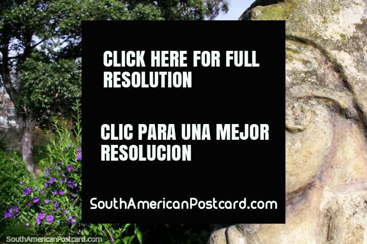 Parque público em Tunja, 4 blocos de Praça Bolivar, figuras de pedra, Floresta de Republica (Bosque da Republica). (720x480px). Colômbia, América do Sul.