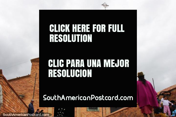 Parroquia Nuestra Senora das Nieves, igreja de tijolo e torre de sino em Tunja. (720x480px). Colômbia, América do Sul.