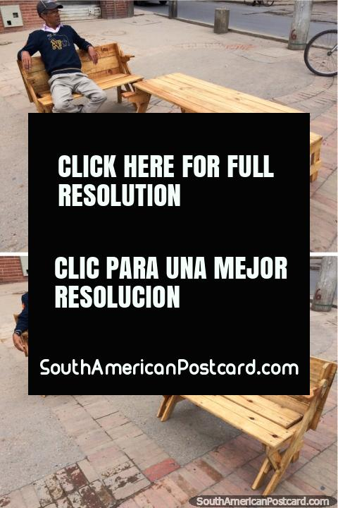 Wooden table that transforms into a bench seat, for sale in Tunja. (480x720px). Colombia, South America.