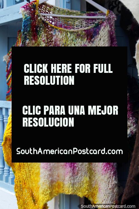Chal de lana manchada con bonitos colores y diseño en venta en Villa de Leyva. (480x720px). Colombia, Sudamerica.