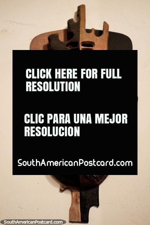 Metade de homem, metade de macaco, uma máscara em monitor no museu de Luis Alberto Acuna em Villa de Leyva. (480x720px). Colômbia, América do Sul.