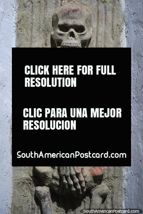Não o museu de fóssil, um esqueleto concreto pelo artista Luis Alberto Acuna em Villa de Leyva. (480x720px). Colômbia, América do Sul.