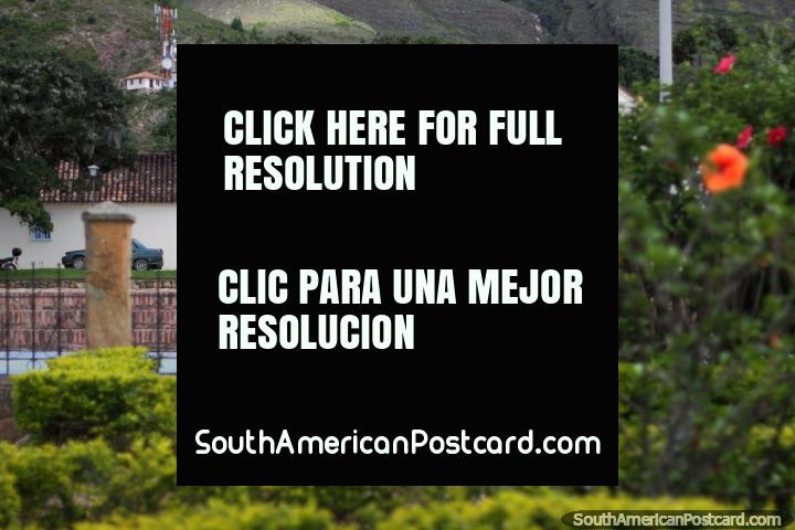 Parque Ricaurte e o Instituto Von Humboldt em Villa de Leyva. (720x480px). Colômbia, América do Sul.