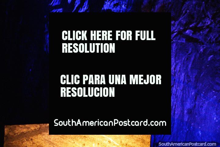 Sal de roca conocida como halita, cámara de la cruz en la Catedral de Sal en Zipaquirá. (720x480px). Colombia, Sudamerica.