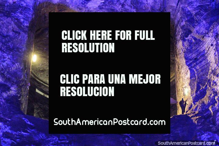 Respeitando o balcão, anjo e cúpula da câmara principal da Catedral de Sal em Zipaquira. (720x480px). Colômbia, América do Sul.