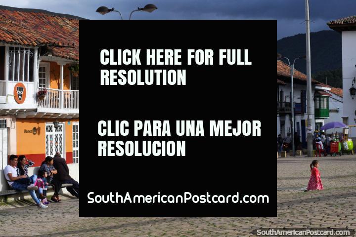 Em Zipaquira a cidade tem uma praça pública bonita com muitos edifïcios bonitos em volta dele. (720x480px). Colômbia, América do Sul.