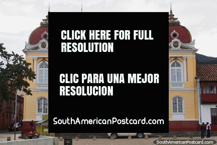 Paço do concelho em Zipaquira, edifïcio de governo histórico na praça pública principal. (720x480px). Colômbia, América do Sul.
