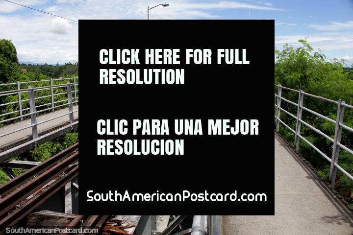 Puente Ferreo abriu-se em 1930 e é 466 metros de longitude, a velha ponte ferroviária em Girardot. (720x480px). Colômbia, América do Sul.