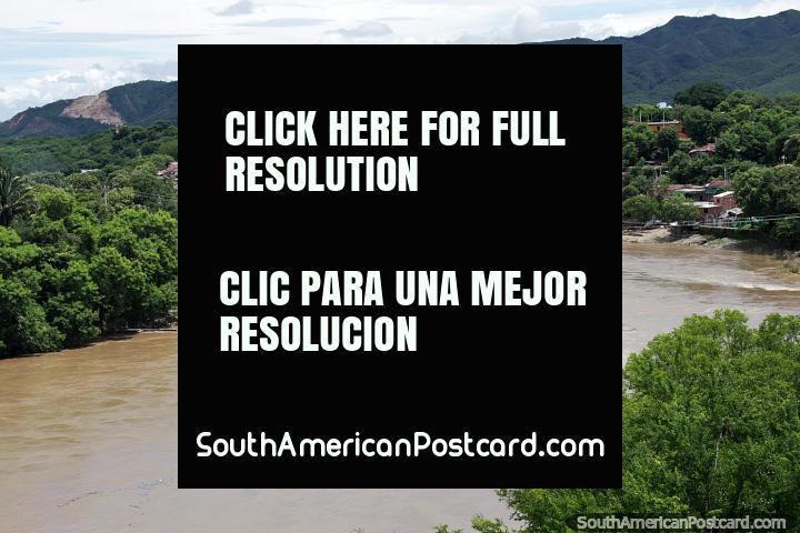 Magdalena River, visão fantástica da velha ponte ferroviária em Girardot. (720x480px). Colômbia, América do Sul.