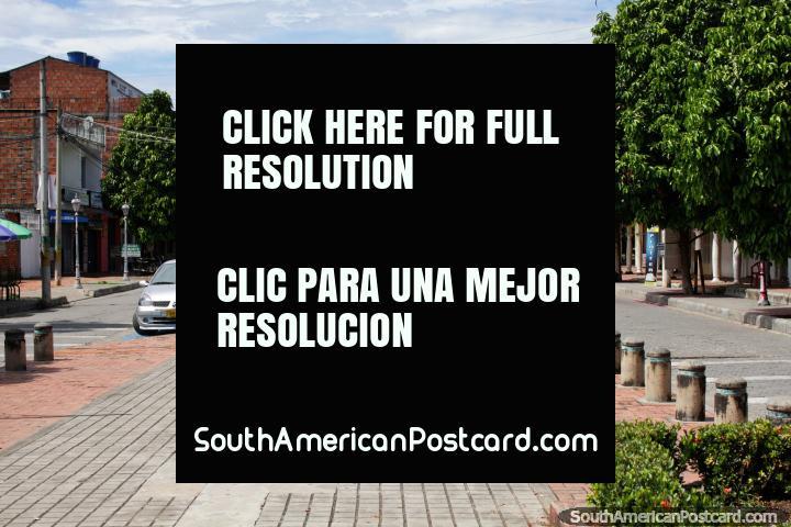 Pequena municipalidade e a cidade de Ricaurte 15 minutos de Giradot, rua principal. (720x480px). Colômbia, América do Sul.