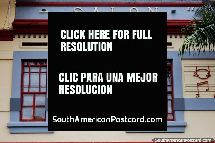Salão de música com notas musicais de uma aduela no Parque de Música em Ibague. (720x480px). Colômbia, América do Sul.