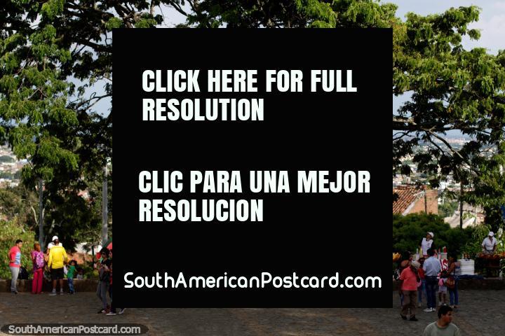 Parque tranquilo y agradable entorno en la cima de la Colina de San Antonio en Cali. (720x480px). Colombia, Sudamerica.