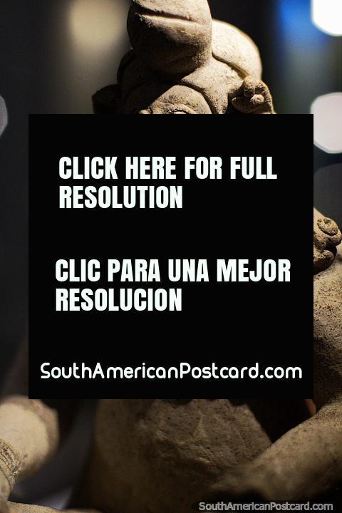 Figure made of pottery, Tumaco 500ac-500dc, La Merced Archaeological Museum, Cali. (480x720px). Colombia, South America.