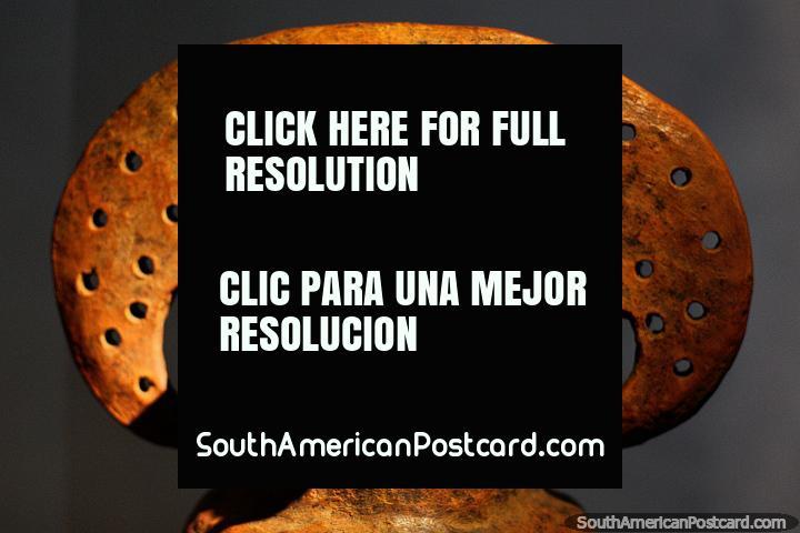 Cerámica precolombina con rasgos faciales interesantes en el Museo Arqueológico La Merced, Cali. (720x480px). Colombia, Sudamerica.