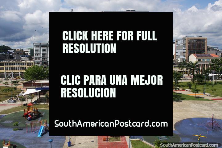 Parque a lo largo del paseo marítimo en Buenaventura - Parque Nestor Urbano Tenorio, vista desde el faro. (720x480px). Colombia, Sudamerica.