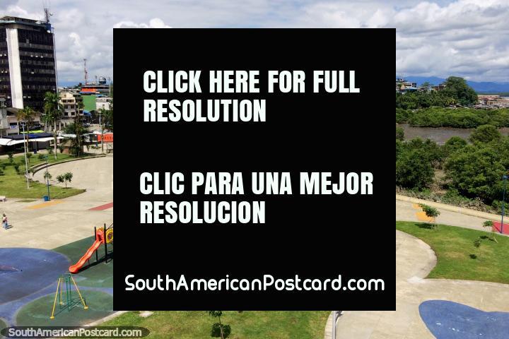 Auditorio y zona de juegos para niños en el parque costero de Buenaventura - Parque Nestor Urbano Tenorio. (720x480px). Colombia, Sudamerica.