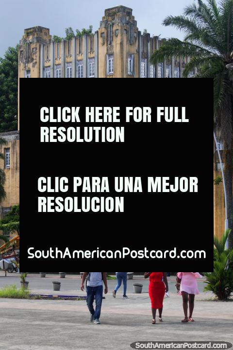 O edifïcio mais histórico em Buenaventura quanto a caminho parece - velho e interessante. (480x720px). Colômbia, América do Sul.