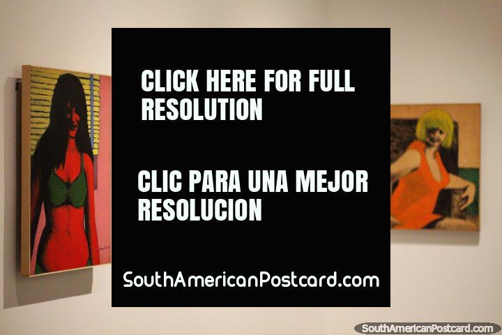 5 pinturas coloridas de mulheres em monitor em Museu de Antioquia, Medellïn. (720x480px). Colômbia, América do Sul.