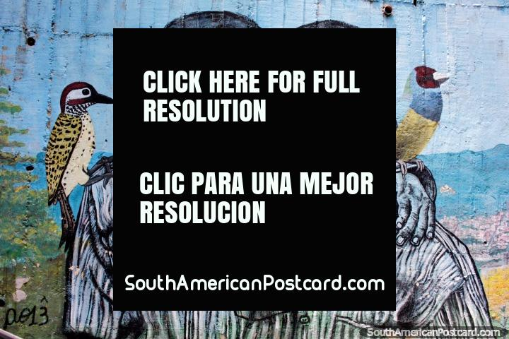 2 hermanos, cada uno con un pájaro, arte callejero usado en Comuna 13, Medellín. (720x480px). Colombia, Sudamerica.