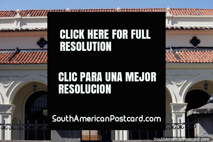 Arcos, telhados e uma estátua, Popayan é um ótimo lugar para fotografar. (720x480px). Colômbia, América do Sul.