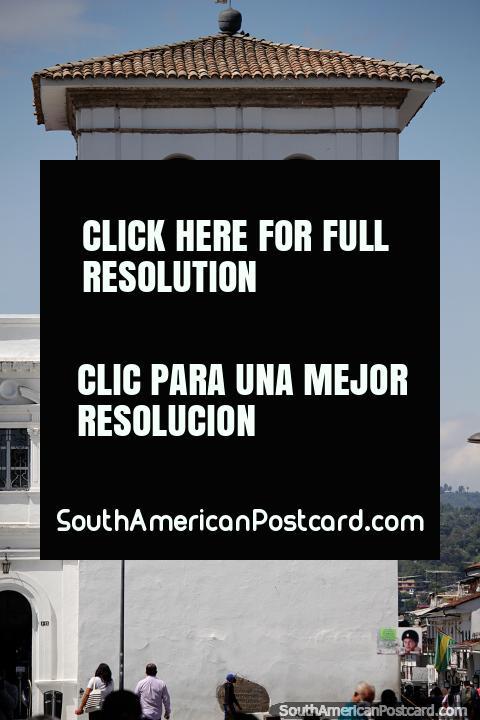 La Torre del Reloj de Popayán fue construida entre 1673-1682, tiene 1 mano y 90.000 ladrillos. (480x720px). Colombia, Sudamerica.