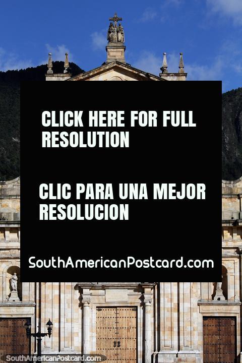 La cuarta y última construcción de la Catedral de Bogotá fue 1807-1823 luego de que un terremoto destruyera la tercera. (480x720px). Colombia, Sudamerica.