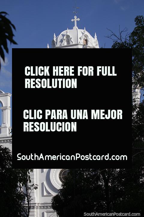 Catedral de San Jerónimo en el Parque Bolívar de Montería. (480x720px). Colombia, Sudamerica.