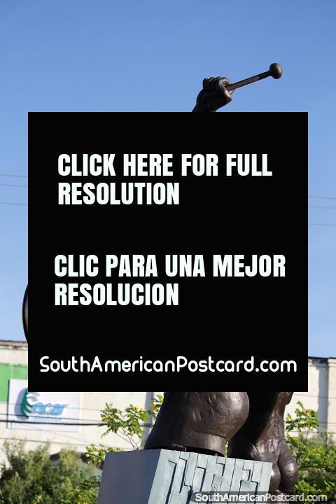 Baterista de bronce, monumento con músicos en Monteria. (480x720px). Colombia, Sudamerica.