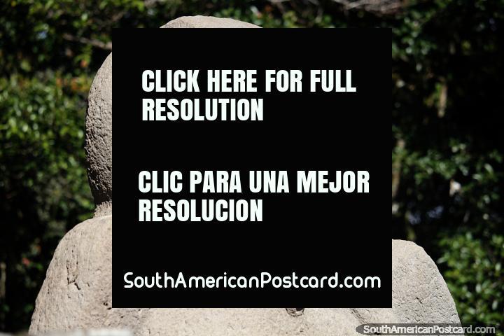Figura de pássaro feita de pedra vulcânica em Mesita B do Parque Arqueológico de San Agustin. (720x480px). Colômbia, América do Sul.