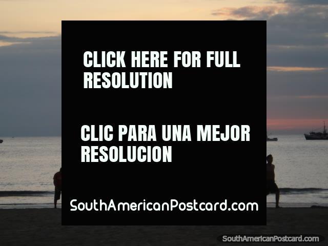 Puesta del sol en Puerto Lopez. (640x480px). Ecuador, Sudamerica.