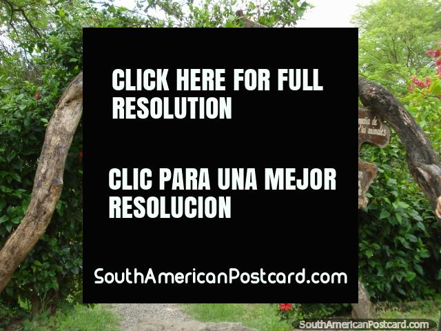 Entrance to the rescue center at the Botanical Gardens in Portoviejo. (640x480px). Ecuador, South America.