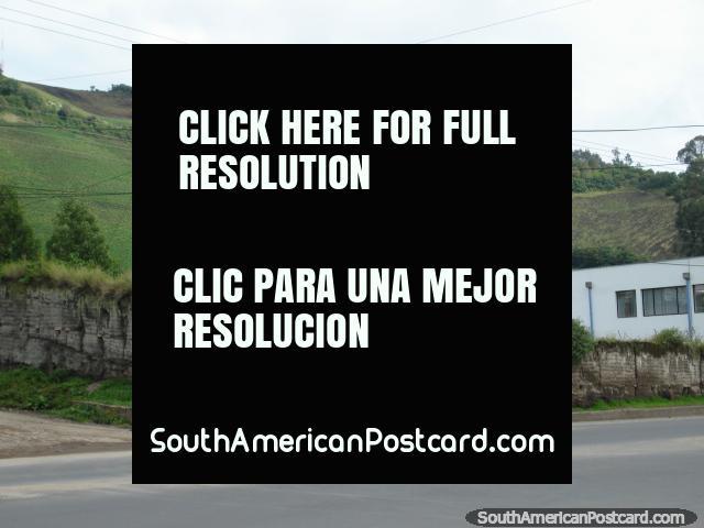 Zona rural ao longo do caminho em Tulcan. (640x480px). Equador, América do Sul.