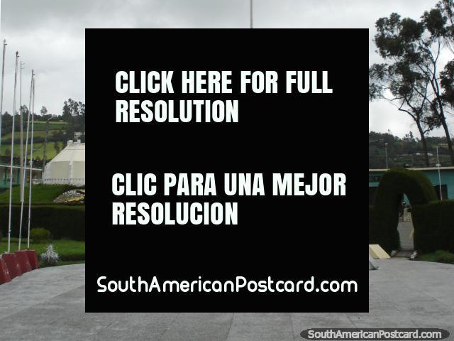 Monumento en la base militar en Tulcan. (640x480px). Ecuador, Sudamerica.