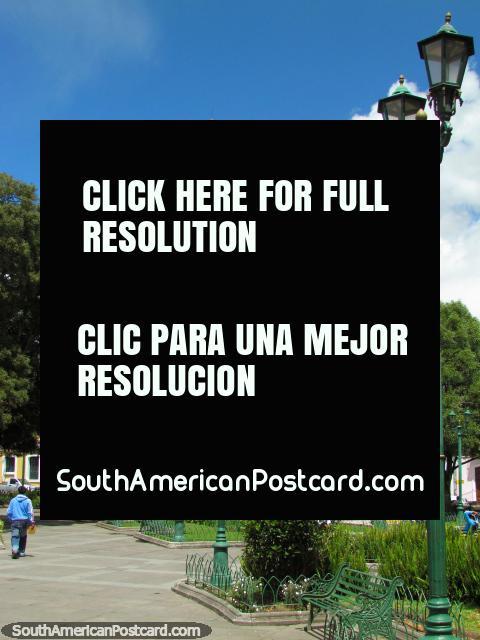 Parque 23 de Julio Central em Cayambe. (480x640px). Equador, América do Sul.