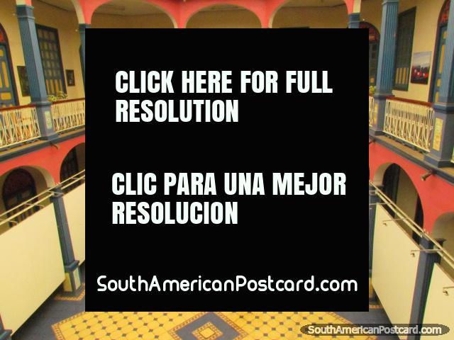 Museu de Arte Laitinoamericano, vestïbulo de galeria de arte em Loja. (640x480px). Equador, América do Sul.
