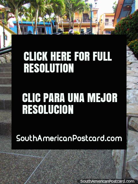 Escadaria de colina de Santa Ana - degrau 315 e contagem (de até 444), Guayaquil. (480x640px). Equador, América do Sul.