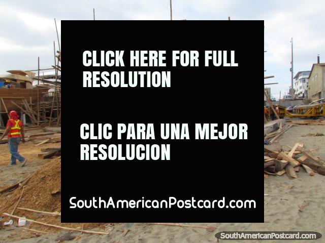 Boat building at Tarqui Beach in Manta. (640x480px). Ecuador, South America.