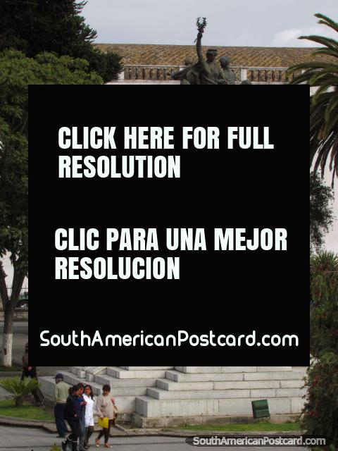 The huge monument that dominates the center of Parque Vicente Leon in Latacunga. (480x640px). Ecuador, South America.