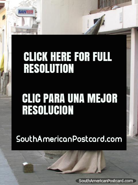 Bruxa e varinha, perfumista de rua em Latacunga. (480x640px). Equador, América do Sul.