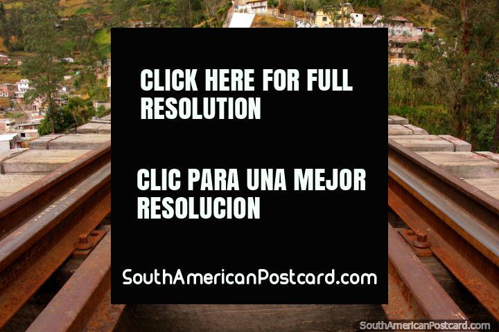 Ponte Negra em Alausi (Puente Negro) - Saí para o meio. (720x480px). Equador, América do Sul.