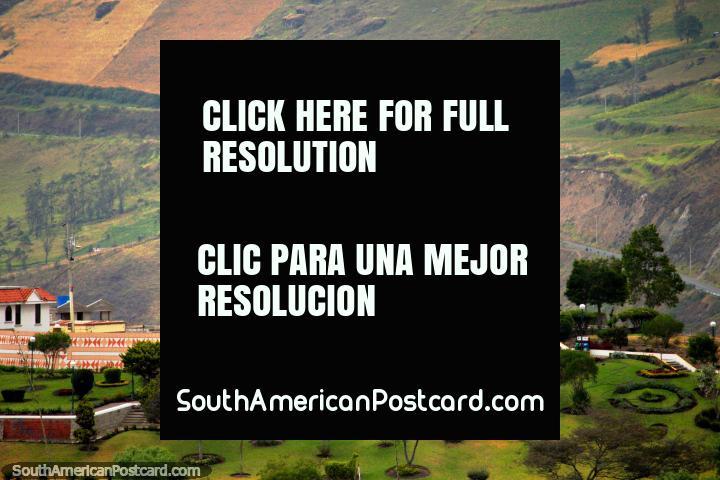 Saint Peter suporta em uma colina Alausi que contempla do alto, nunca é distante da visão! (720x480px). Equador, América do Sul.