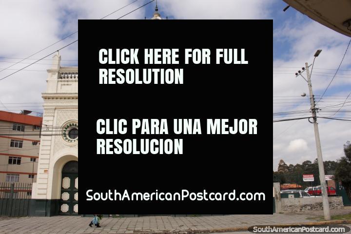Big white church in Cuenca - Sacratisimo Corazon de Jesus. (720x480px). Ecuador, South America.