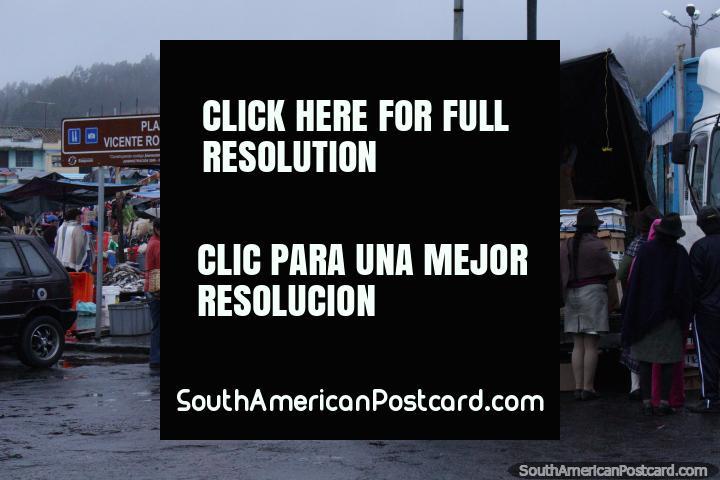 6h30 em Praça Vicente Rocafuerte em Saquisili, mercado dos animais. (720x480px). Equador, América do Sul.