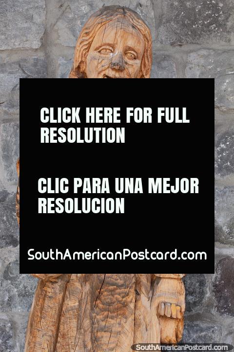 Talla de madera de San Antonio, conservada durante cientos de años por los artistas locales en Ibarra. (480x720px). Ecuador, Sudamerica.